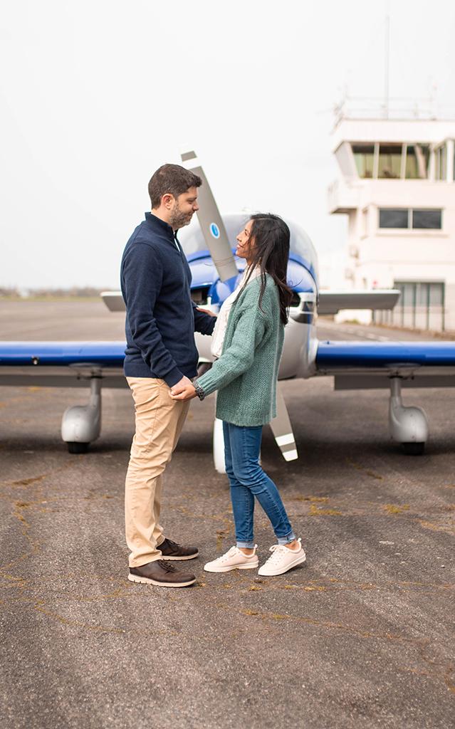 photographe séance photo couple engagement elopement toulouse aude occitanie lauragais avion plane aeroport aerodrome muret
