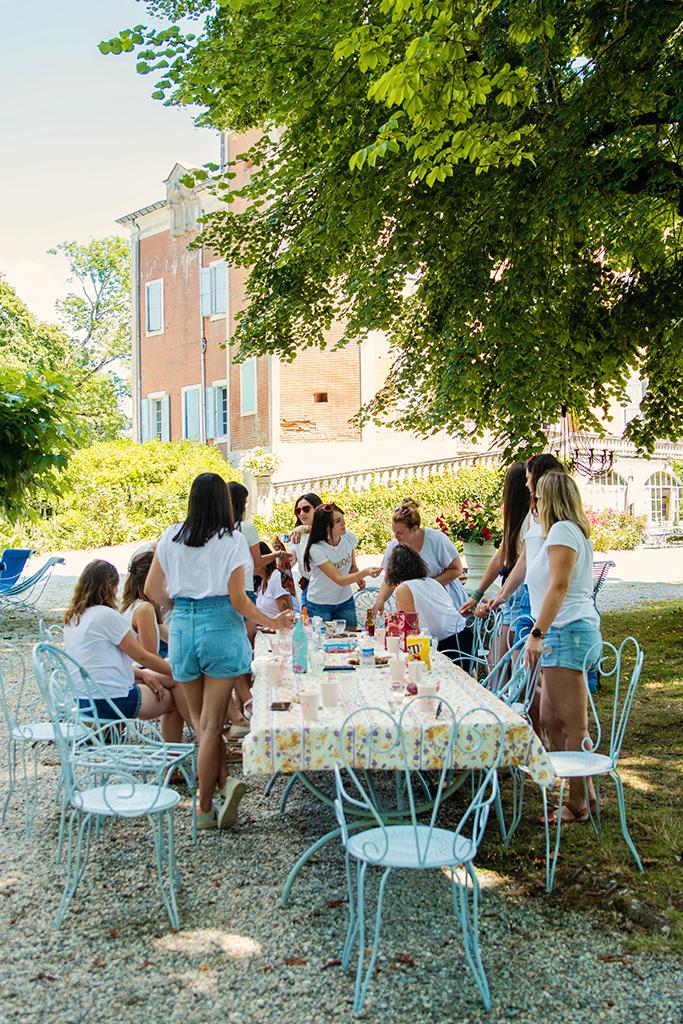séance photo evjf amies château Garrevaques couronne fleurs Photographe mariage pacs elopement engagement Toulouse lauragais aude Haute-Garonne occitanie