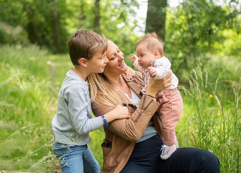 séance photo famille enfants portrait couple Toulouse lauragais printemps bébé enfant timide aude tarn occitanie ariège